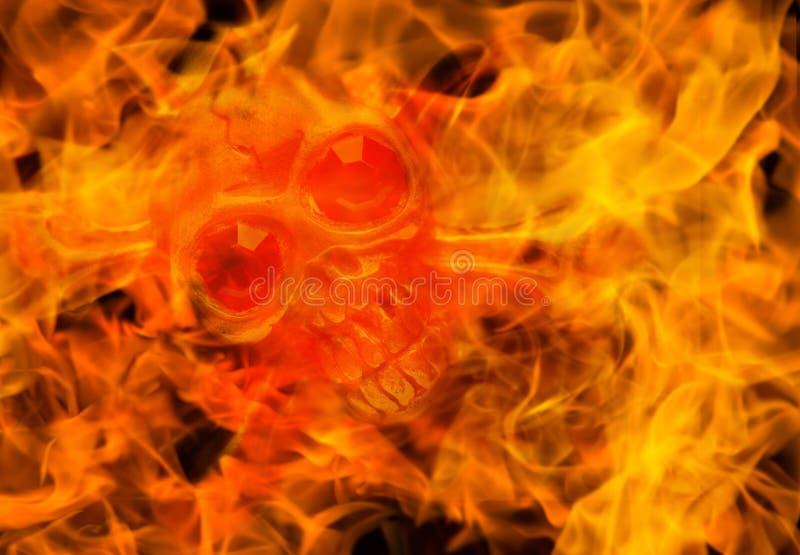 Schädel im Feuerabschluß oben Halloween-Konzeptbild stockfotos