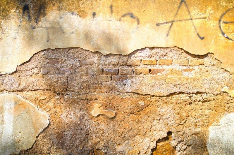 Schädigende Wand stockbild