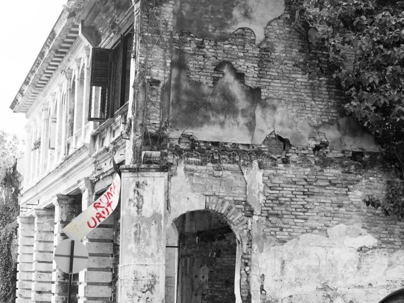 Schädigendes malaysisches kolonialhaus lizenzfreie stockfotografie
