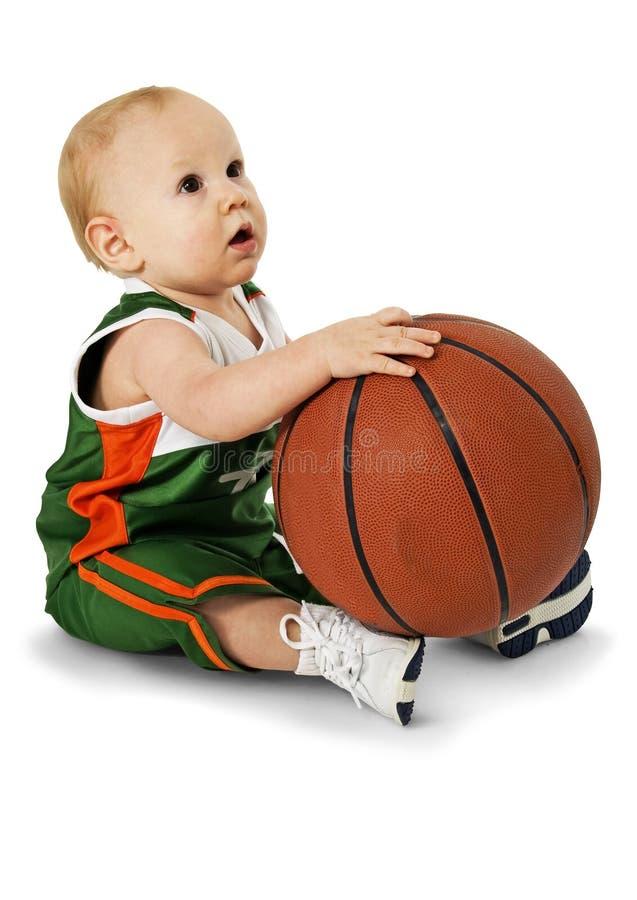 Schätzchen mit Basketball stockbilder