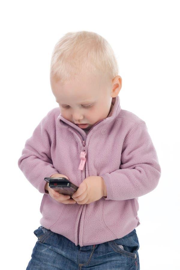Schätzchen mit einem Handy lizenzfreie stockfotografie
