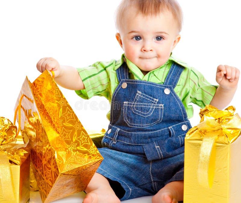 Schätzchen mit Geschenken stockbilder