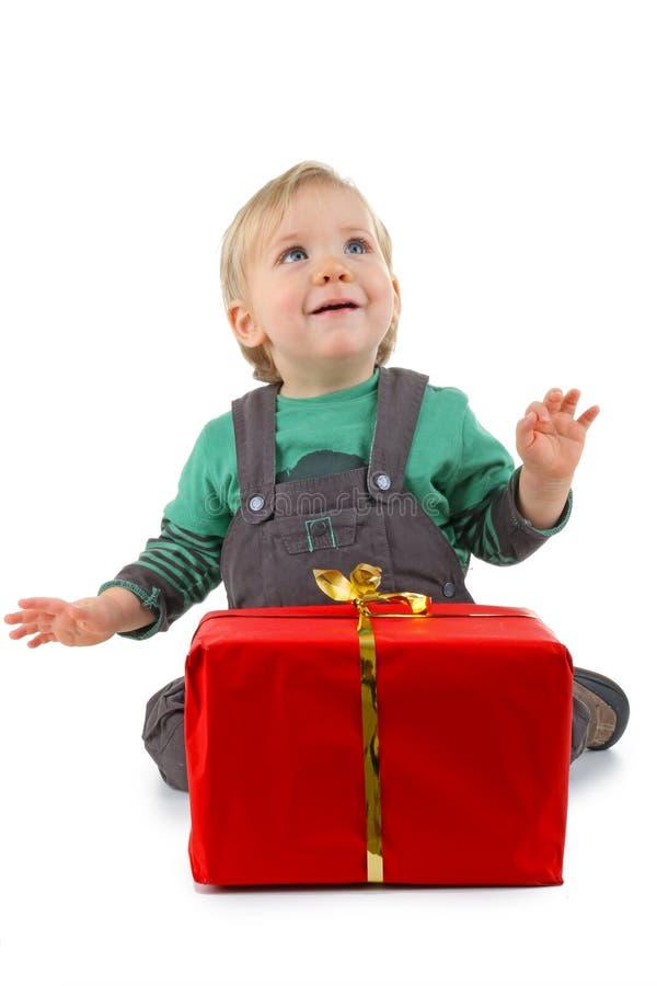 Schätzchen und Geschenk lizenzfreie stockbilder