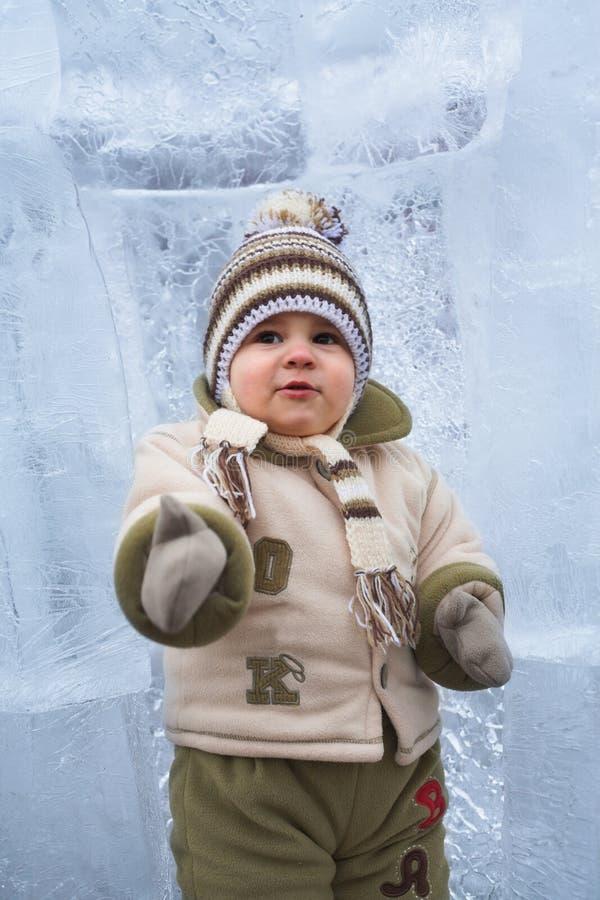 Schätzchen am Winter stockbilder