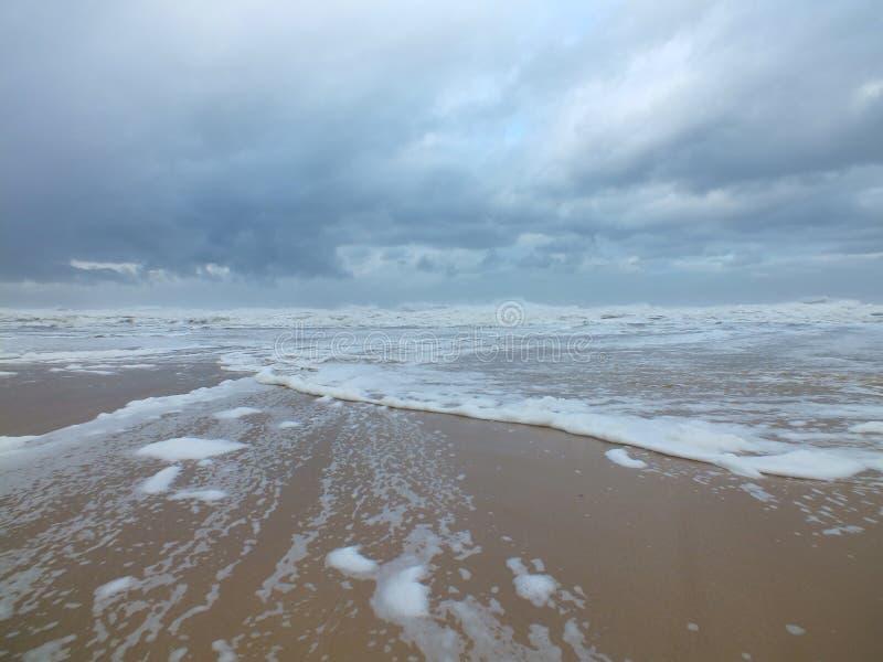 Schäumender Strand stockfoto