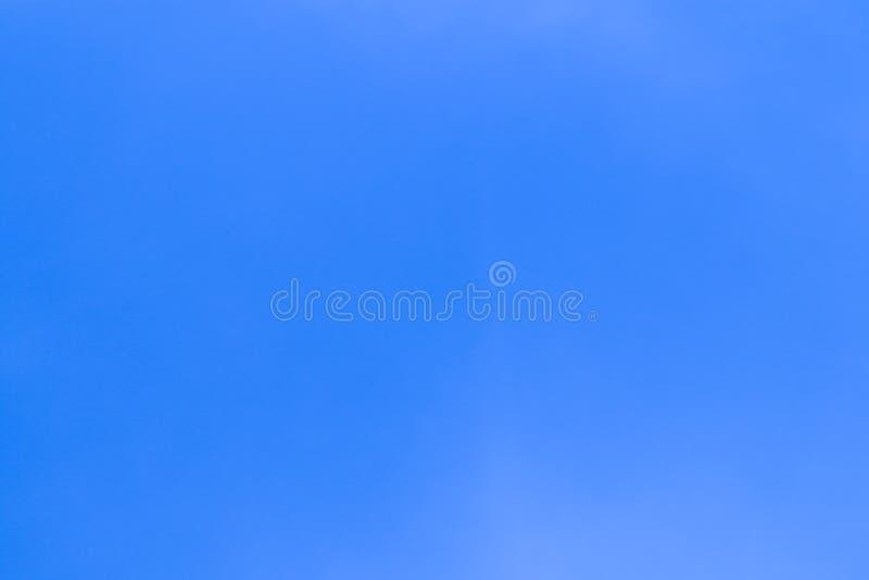 Schöne abstrakte Wolke und klarer Naturhintergrund und -tapete des blauen Himmels Landschafts stockbild