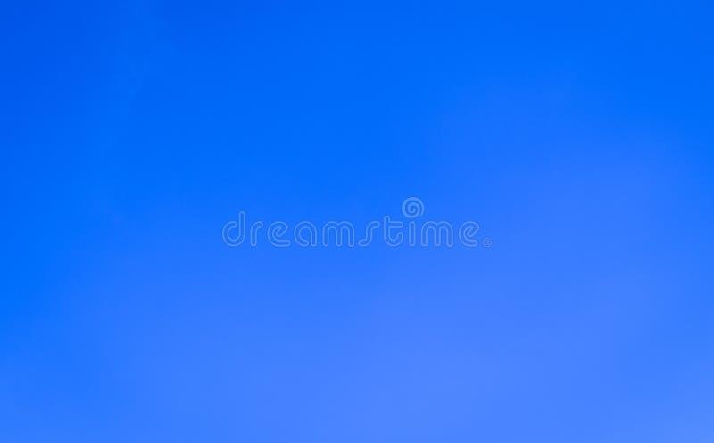Schöne abstrakte Wolke und klarer Naturhintergrund und -tapete des blauen Himmels Landschafts stockfotografie