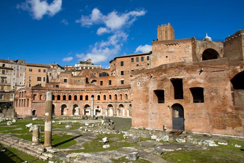 Schöne alte Fenster in Rom (Italien) stockbilder