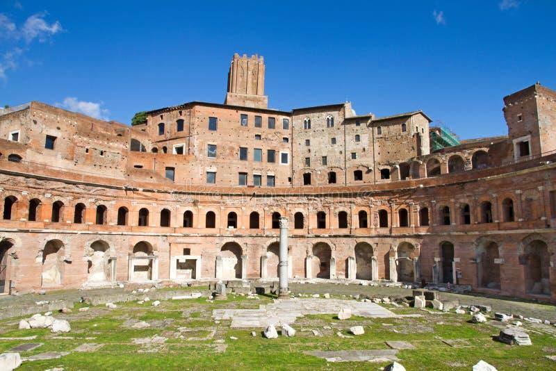 Schöne alte Fenster in Rom (Italien) lizenzfreies stockbild