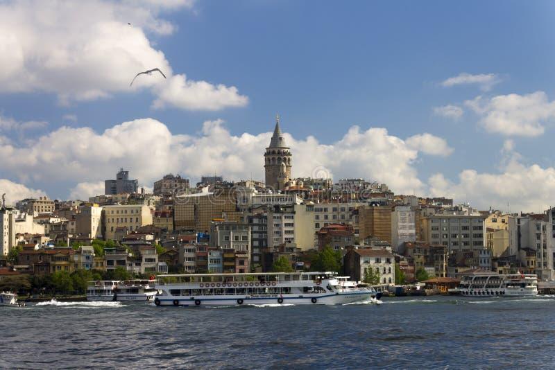 Schöne Ansicht über die Mitte des europäischen Teils des Istanbuls lizenzfreies stockbild
