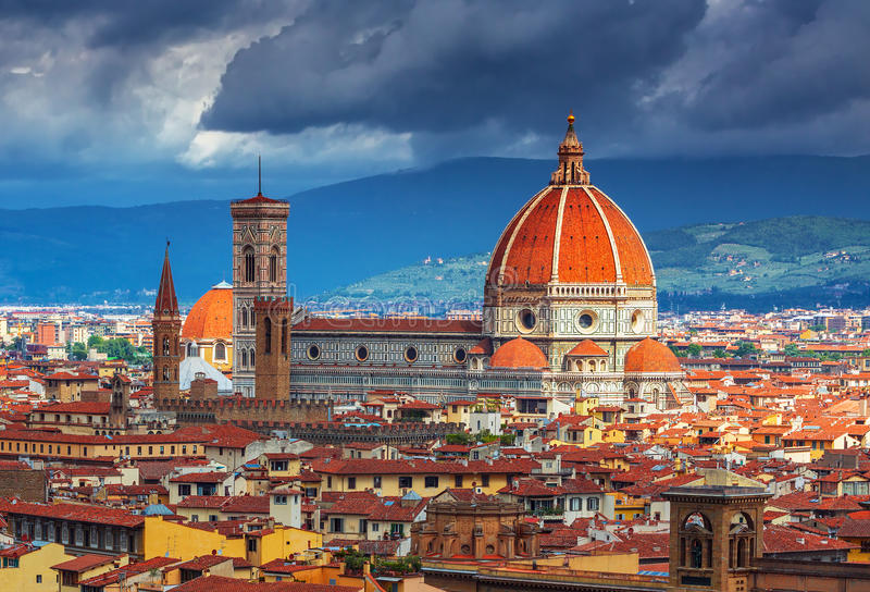 Schöne Ansicht über stark des Überraschens von Florenz-Stadt und von Kathedrale bei Sonnenaufgang, Florenz lizenzfreies stockfoto