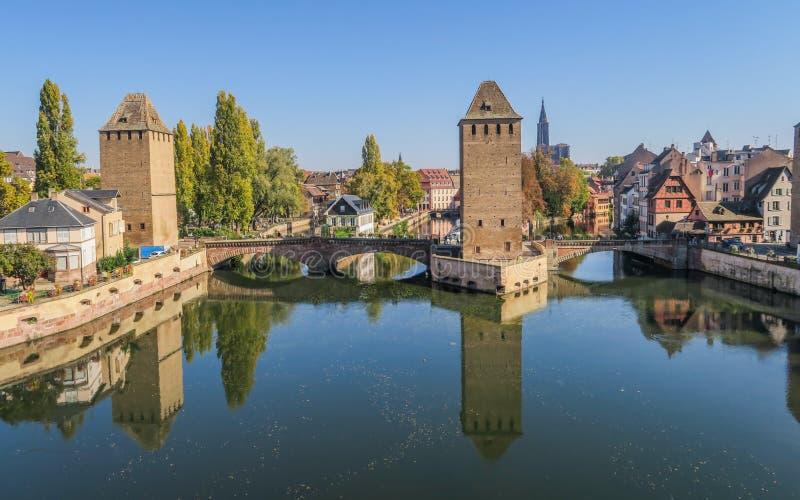 Schöne Ansicht am Damm Vauban in Straßburg stockfotos