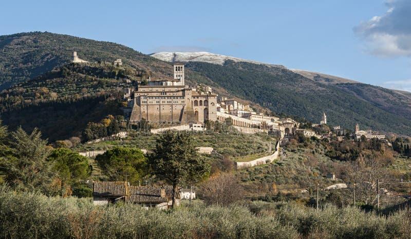 Schöne Ansicht der alten und eindrucksvollen mittelalterlichen Stadt von Assisi, religiöse Mitte von Umbrien lizenzfreies stockbild