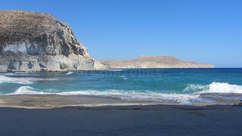 Schöne Ansicht der Küste von Playa de Los Muertos, Almeria lizenzfreies stockfoto