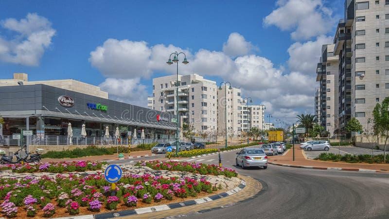 Schöne Ansicht der neuen Straße in Nes Ziona lizenzfreies stockbild