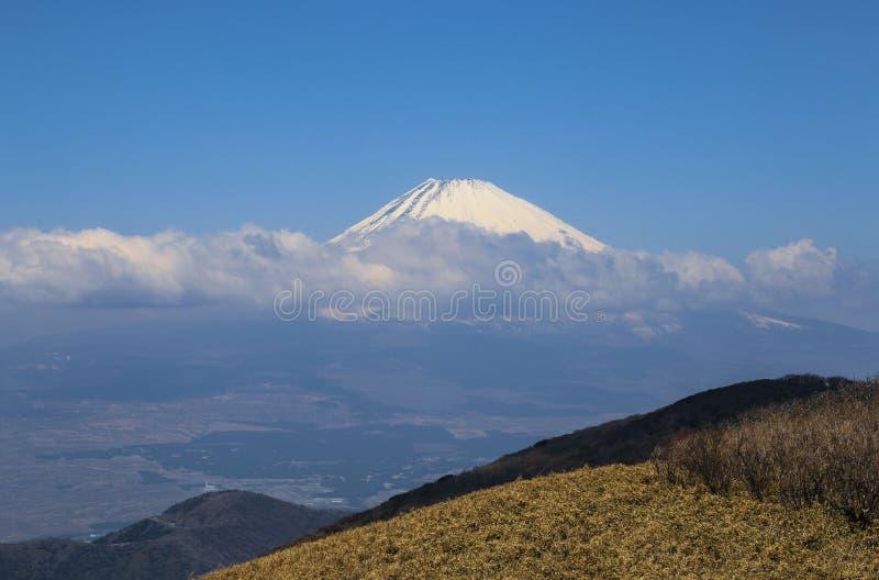 Schöne Ansicht der Spitze vom Fujisan bedeckte im Schnee vom Berg Komagatake, Japan lizenzfreie stockbilder