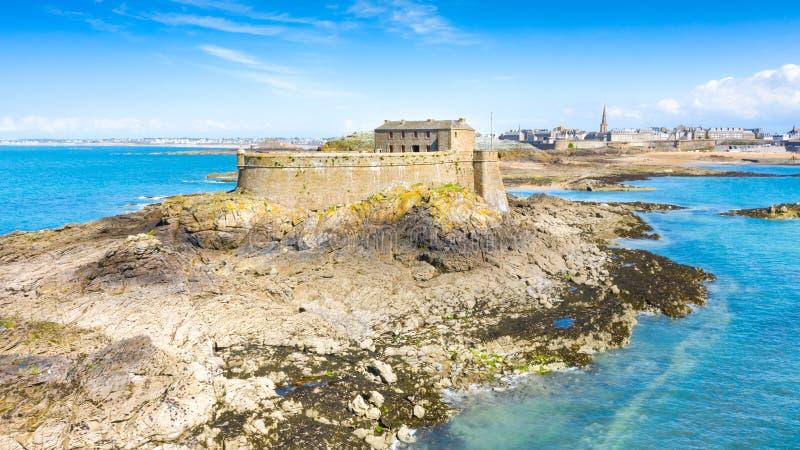 Schöne Ansicht der Stadt der Seeräuber - Saint Malo in Bretagne, Frankreich stockfotos