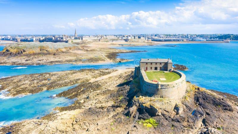 Schöne Ansicht der Stadt der Seeräuber - Saint Malo in Bretagne, Frankreich lizenzfreies stockfoto