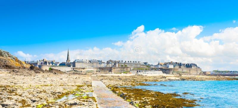 Schöne Ansicht der Stadt der Seeräuber - Saint Malo in Bretagne, Frankreich stockfotografie