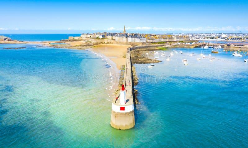 Schöne Ansicht der Stadt der Seeräuber - Saint Malo in Bretagne, Frankreich stockbild