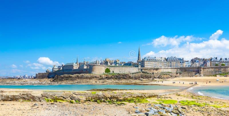 Schöne Ansicht der Stadt der Seeräuber - Saint Malo in Bretagne, Frankreich lizenzfreie stockbilder