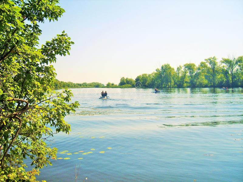 Schöne Ansicht des Flusses lizenzfreies stockfoto