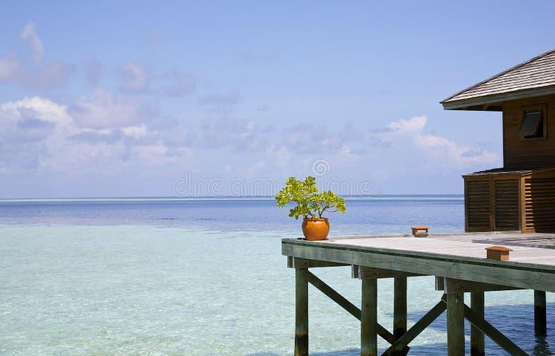 Schöne Ansicht des Ozeans von einem maledivischen Erholungsort stockfoto