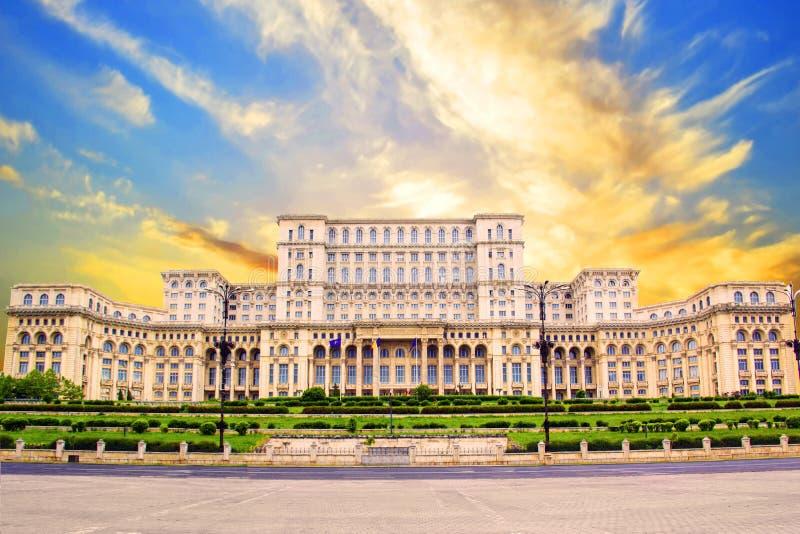 Schöne Ansicht des Palastes des Parlaments in Bukarest, Rumänien stockbild