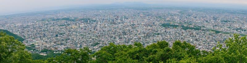 Schöne Ansicht des Panoramas Landschaftsvon Sapporo-Stadt vom Standpunkt von Moiwa-Berg, Hokkaido, Japan stockfotos