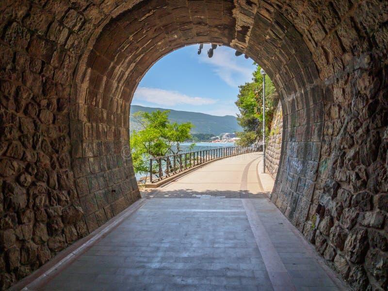 Schöne Ansicht des populären beliebten Erholungsorts von Herceg Novi und Festung der Stärken-Stute stockfotos