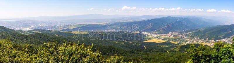 Schöne Ansicht des Tifliss und der alten Stadt von Mtskheta von stockbild