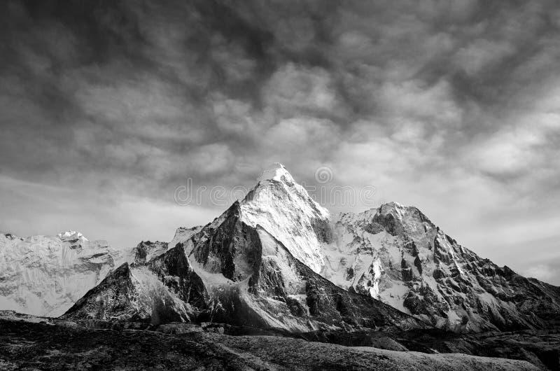 Schöne Ansicht von Ama Dablam von der Wanderung zu Everset in Nepal himalaja stockbilder