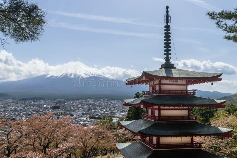 Schöne Ansicht von Fujisan- und Fujiyoshida-Bezirk, Japan lizenzfreies stockbild