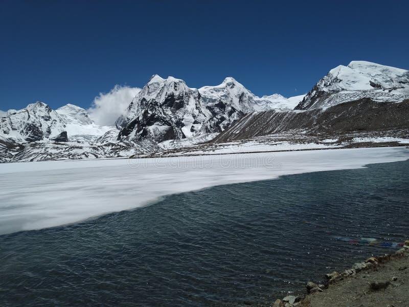 Schöne Ansicht von Gurudongmar See, gelegen in Sikkim, Indien lizenzfreies stockfoto