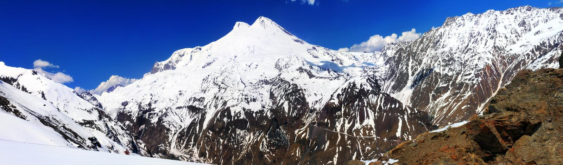 Schöne Ansicht von mountaint Elbrus - höchste Erhebung von Europa lizenzfreie stockfotografie