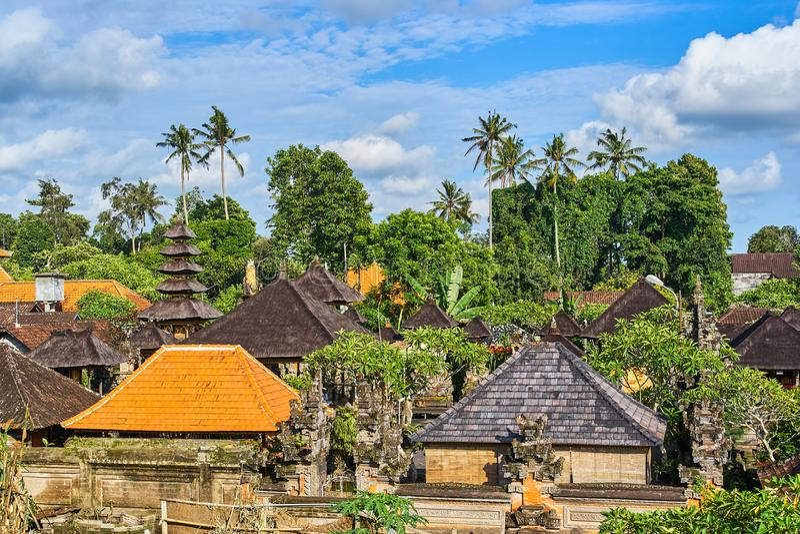 Schöne Ansicht von Ubud-Stadt vom Dach auf Bali-Insel, Indone stockbilder