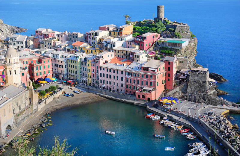 Download Schöne Ansicht Von Vernazza Stockbild - Bild von juli, nave: 26357963