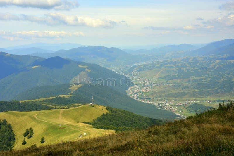 Schöne Ansichten der Berge lizenzfreie stockfotografie