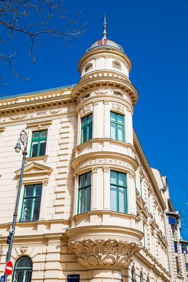 Schöne antike Architektur an der unteren Stadt in Zagreb lizenzfreie stockfotografie