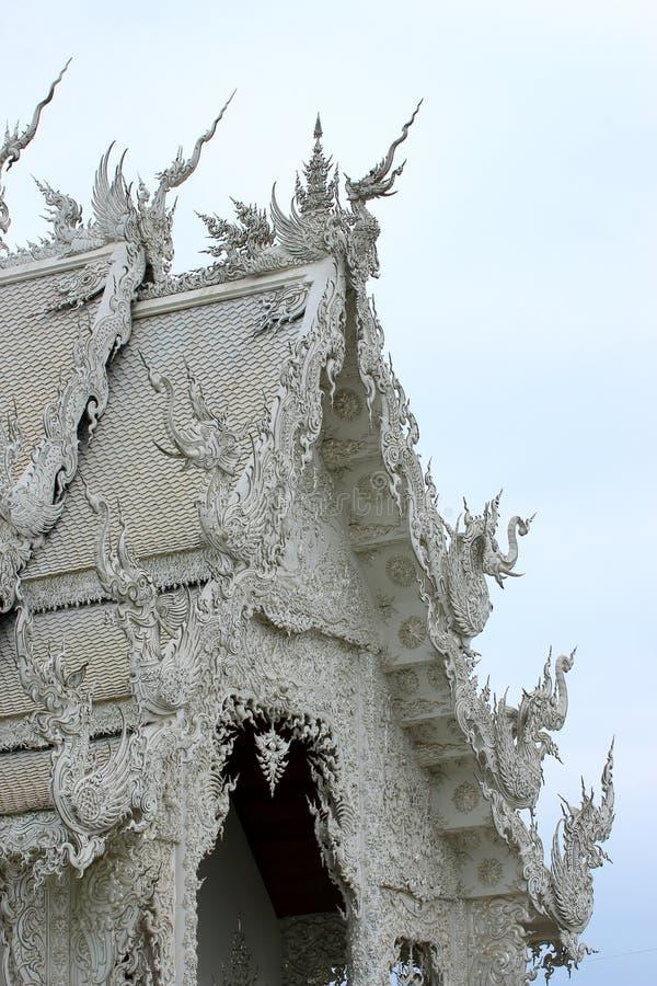 Schöne Architektur des Kirchendachs stockfoto