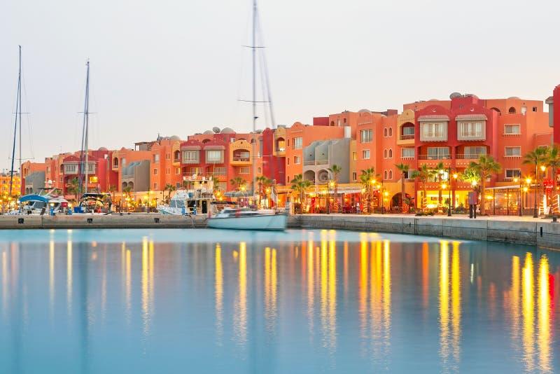 Schöne Architektur von Hurghada-Jachthafen lizenzfreie stockfotografie