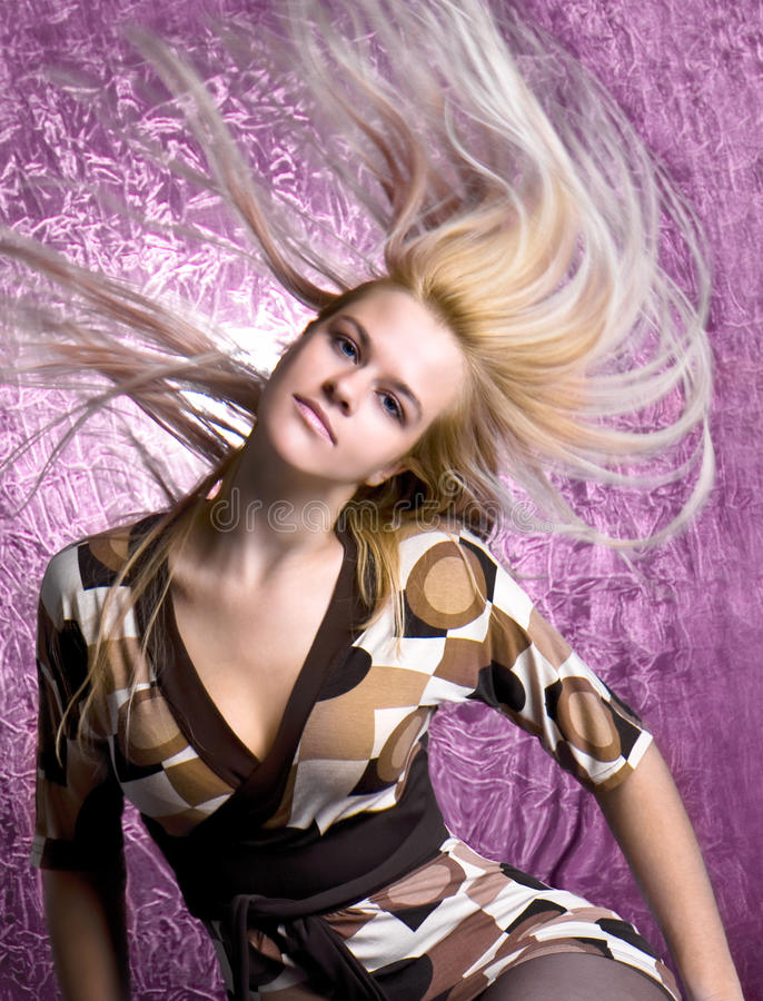 Schöne Art und Weisefrau mit dem langen Haar stockbilder