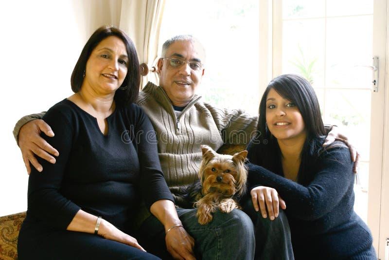 Schöne asiatische Familie stockbilder