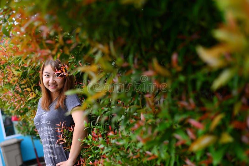 Schöne asiatische Frau des Porträts lizenzfreies stockbild