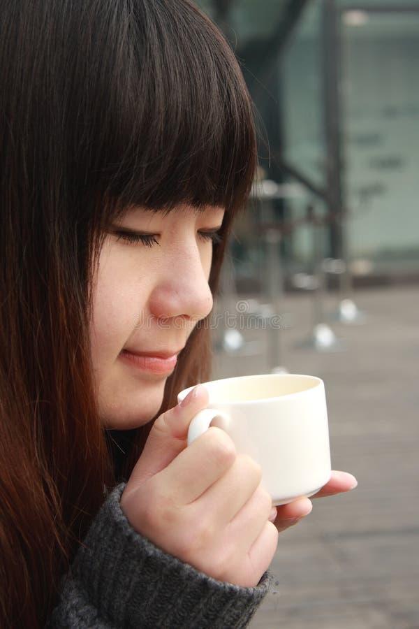 Schöne Asien-Frau lizenzfreies stockbild