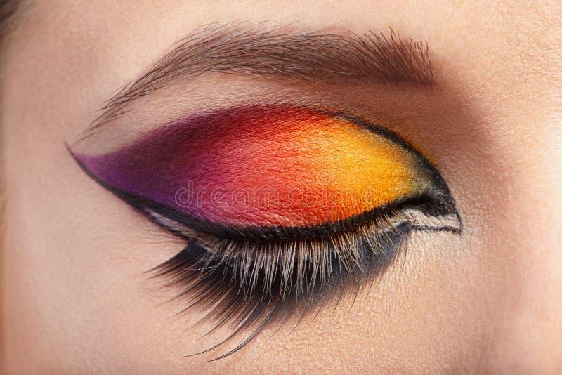 Schöne Augen-Retro Art-Make-up Falsche Peitschen lizenzfreies stockfoto