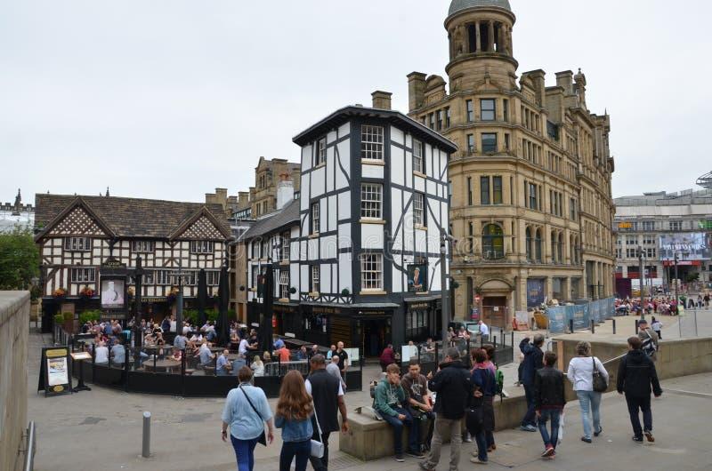 Schöne Aussicht auf Straßenkneipe in Manchester stockfoto