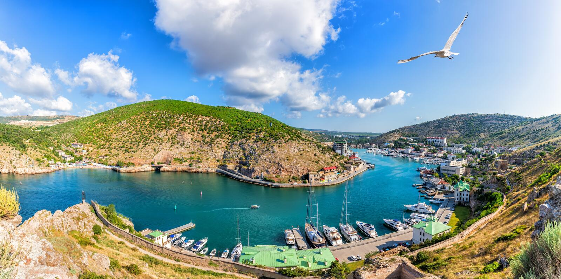 Schöne Balaklava-Bucht in Krim, Panoramablick lizenzfreie stockbilder
