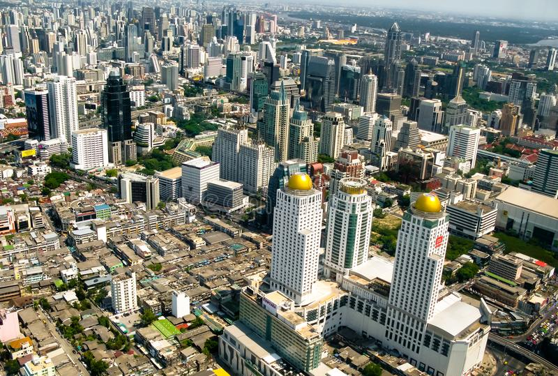 Schöne Bangkok-Stadt, Vogelperspektive auf majestätischem Stadtbild mit modernen Neubauten, panoramische Tagesszene lizenzfreie stockfotografie