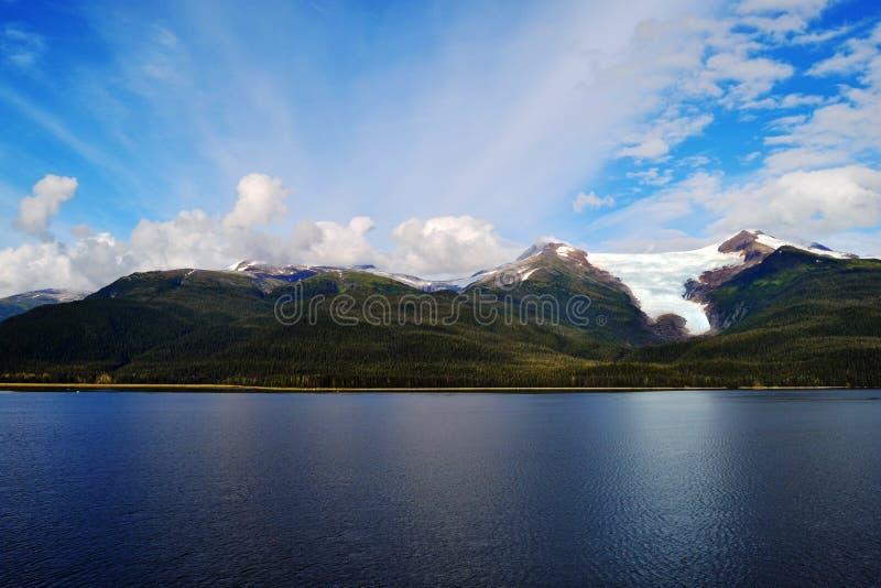 Schöne Berge und Gletscher stockfotografie